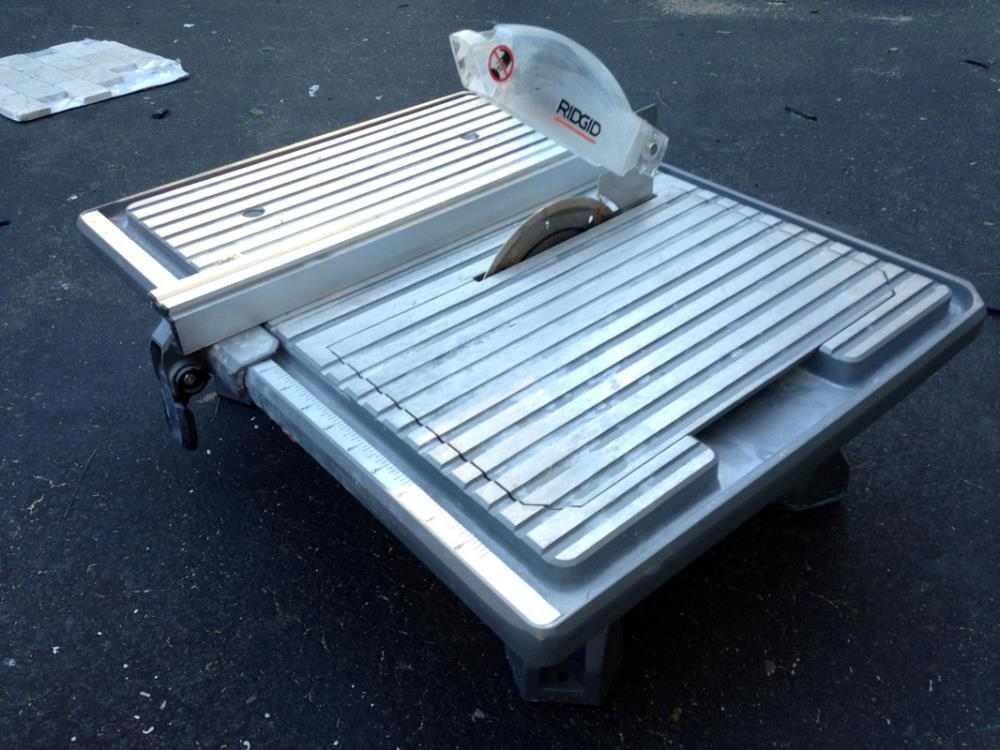 Using a wet tile saw