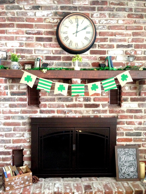 Making a DIY Burlap Banner for less than $5