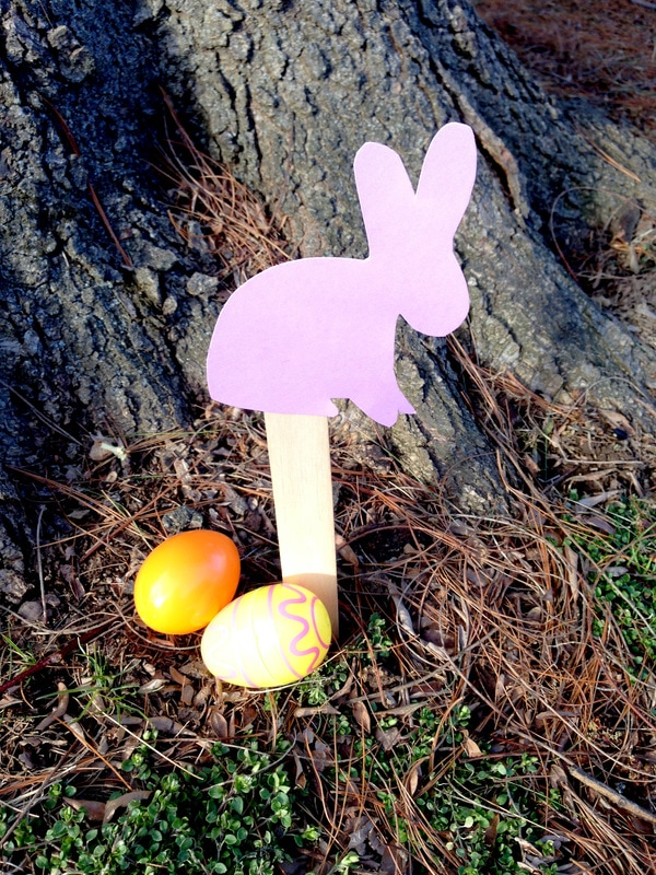Making Easter Egg Markers for Toddler Easter Egg Hunts - free printable