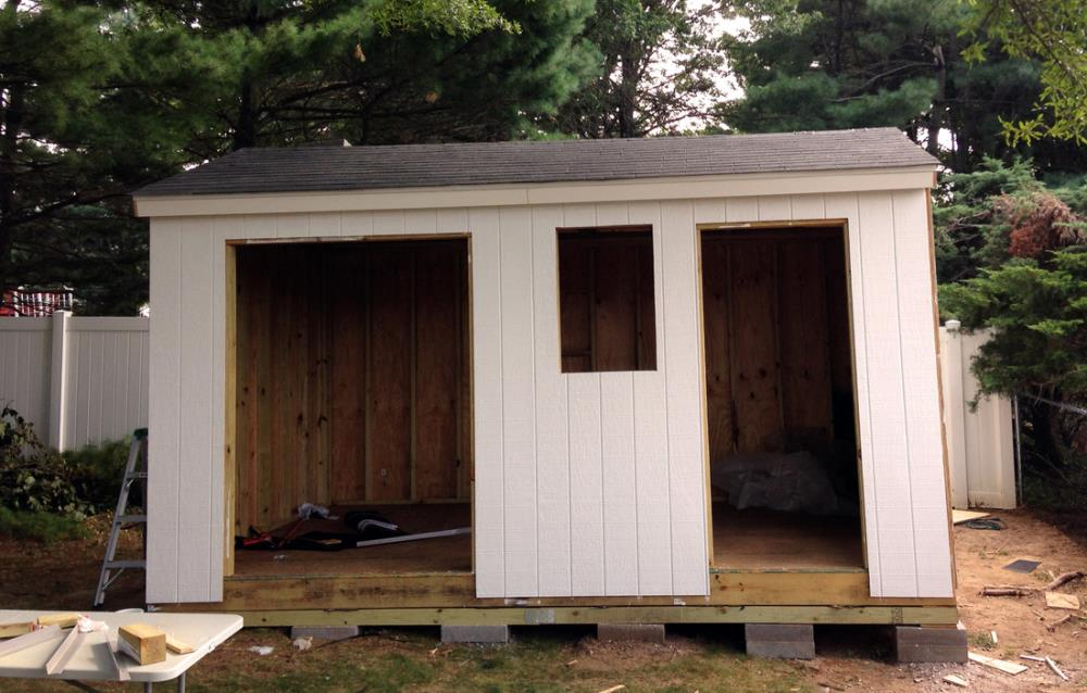 Shingling the roof of the homemade shed - how to build a shed from scratch