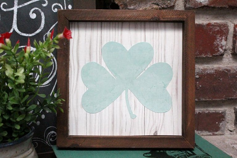 St. Patrick's Day DIY Decor in Just 10 Minutes