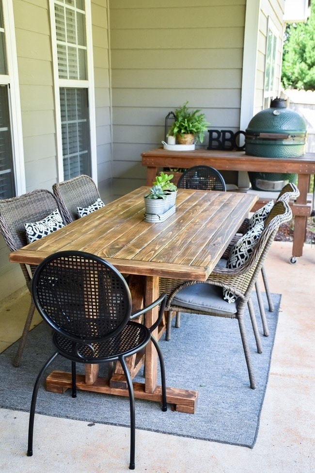 DIY Farmhouse Outdoor Patio Table made with 2×4's